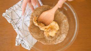 misturas de açúcar e manteiga para o cookie de chocolate