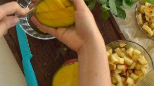 como fazer salada de frutas com iogurte natural